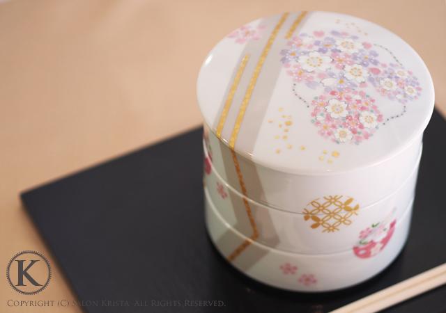 ふんわり桜丸紋の三段重